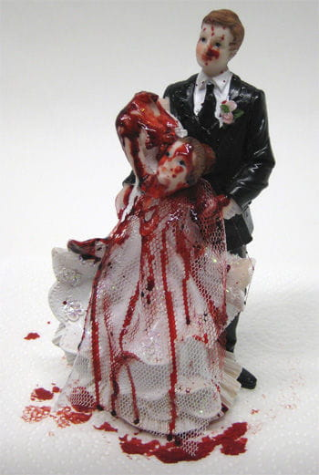 Newlyweds with bride decapitated 17cm