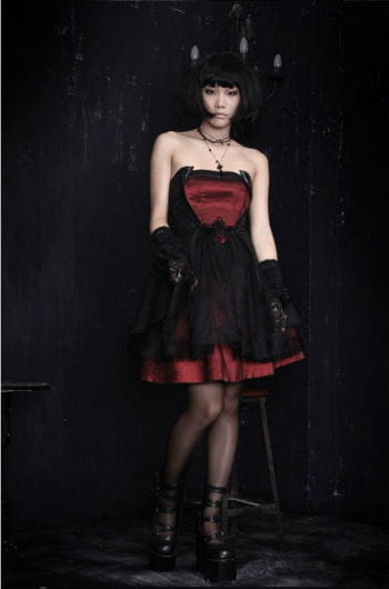 Strapless dress with lacing
