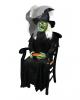 Sitzende Hexe mit Schnappkopf