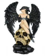 Dark Angel Raven auf Schädel