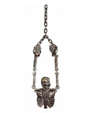 Mit Ketten gefesselter Skelett Torso