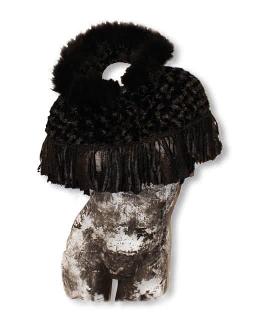 poncho aus schwarzem fell mit kapuze poncho mit kapuze. Black Bedroom Furniture Sets. Home Design Ideas
